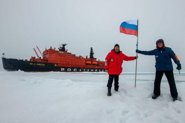 Фёдор Конюхов успешно завершил путешествие на дрейфующей льдине в районе  Северного полюса